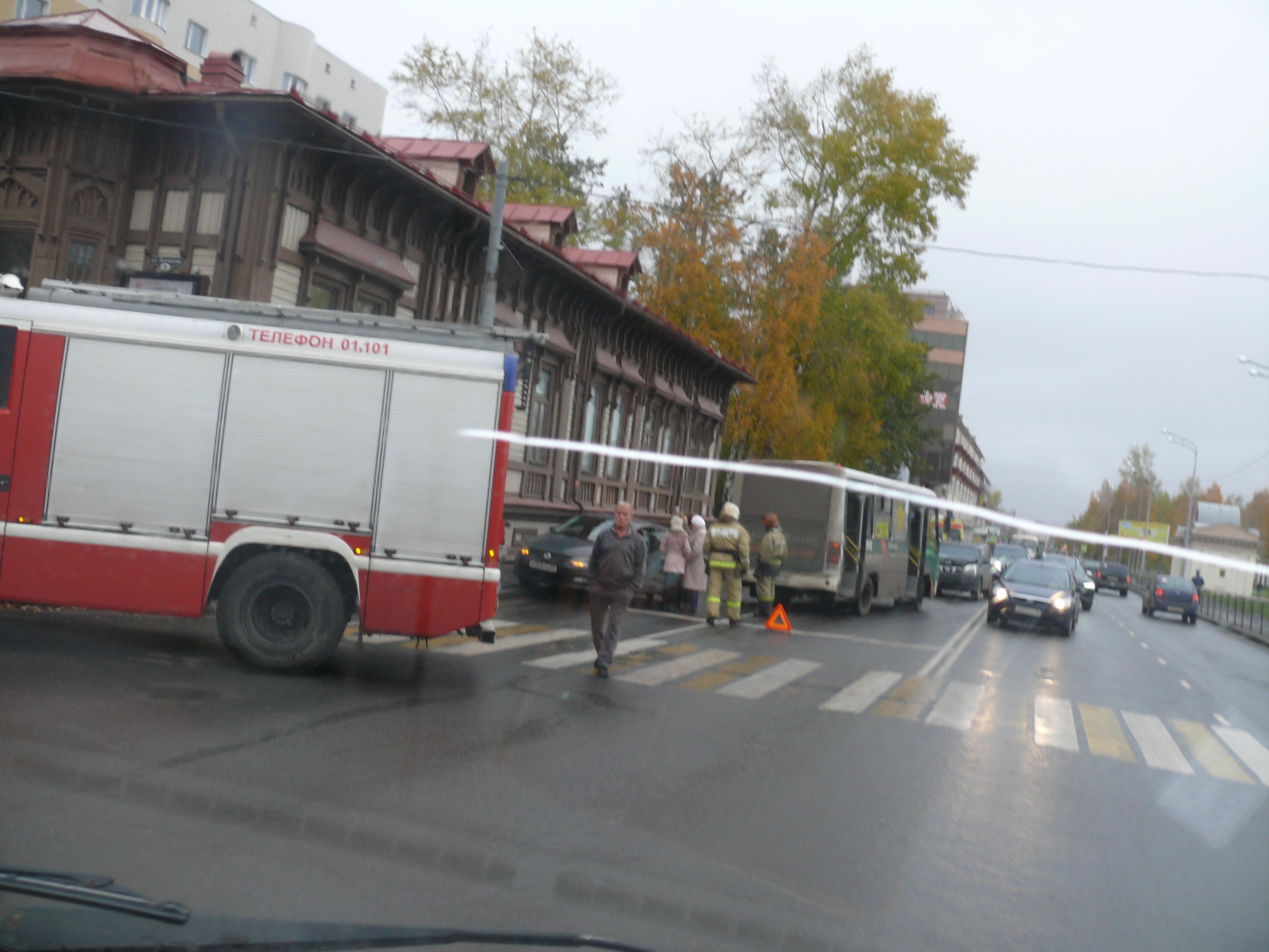 Пожарно-спасательные подразделения приняли участие в ликвидации последствий ДТП в Котласском районе Архангельской области