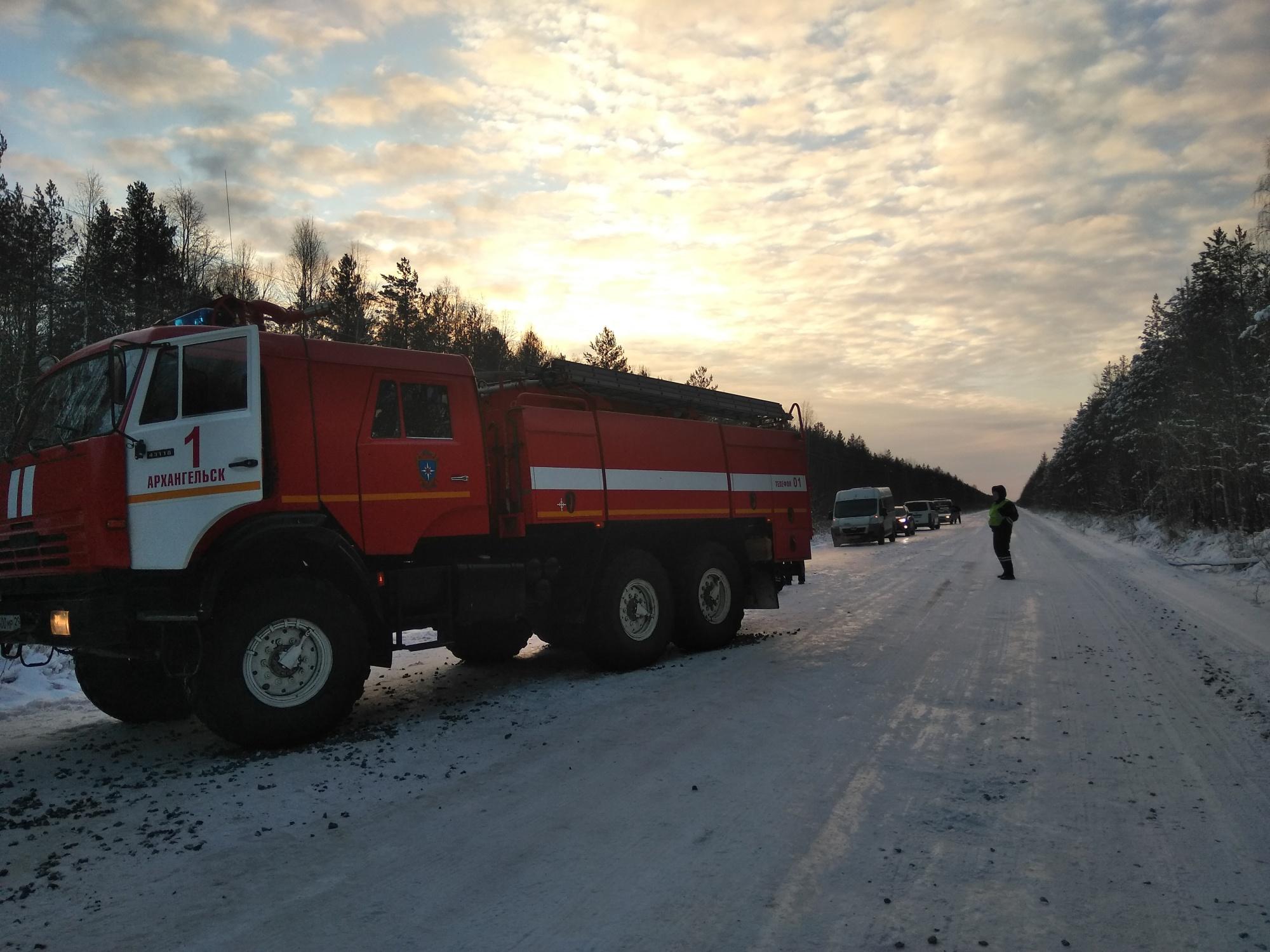 Пожарно-спасательные подразделения приняли участие в ликвидации последствий ДТП в Шенкурском районе Архангельской области