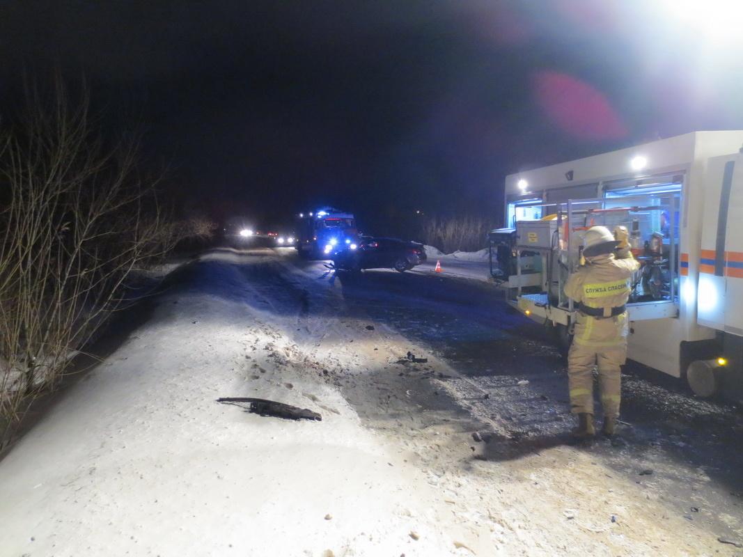 Пожарно-спасательные подразделения приняли участие в ликвидации последствий ДТП в г. Котласе Архангельской области.