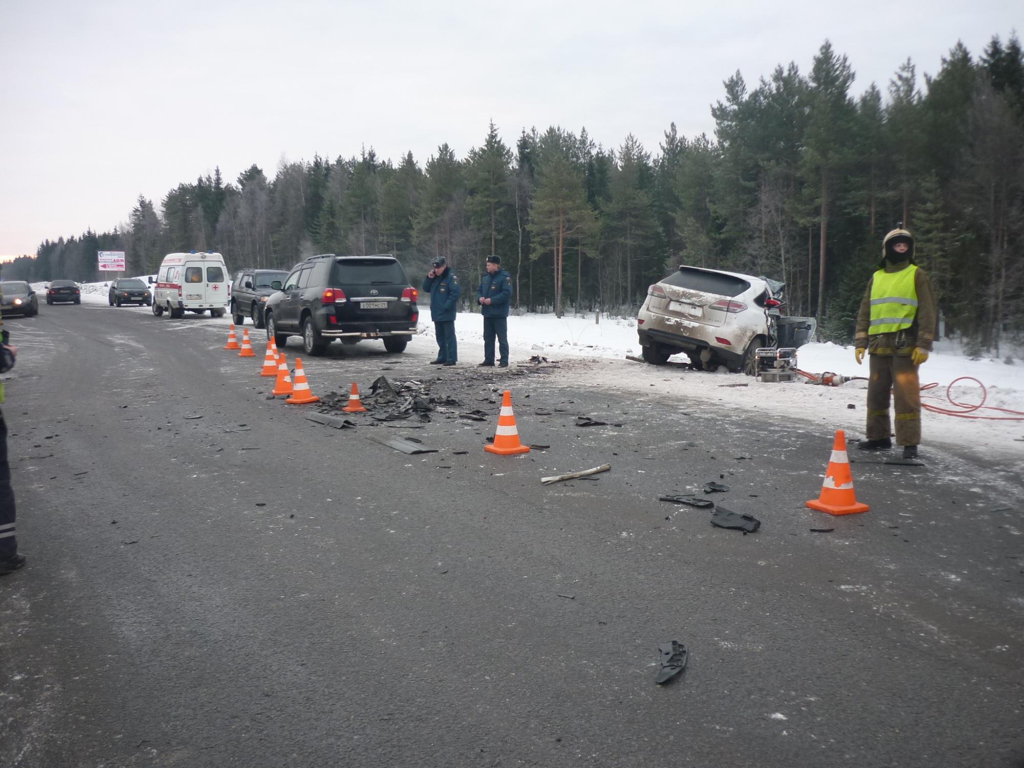 Пожарно-спасательные подразделения приняли участие в ликвидации последствий ДТП в Котласском районе Архангельской области.