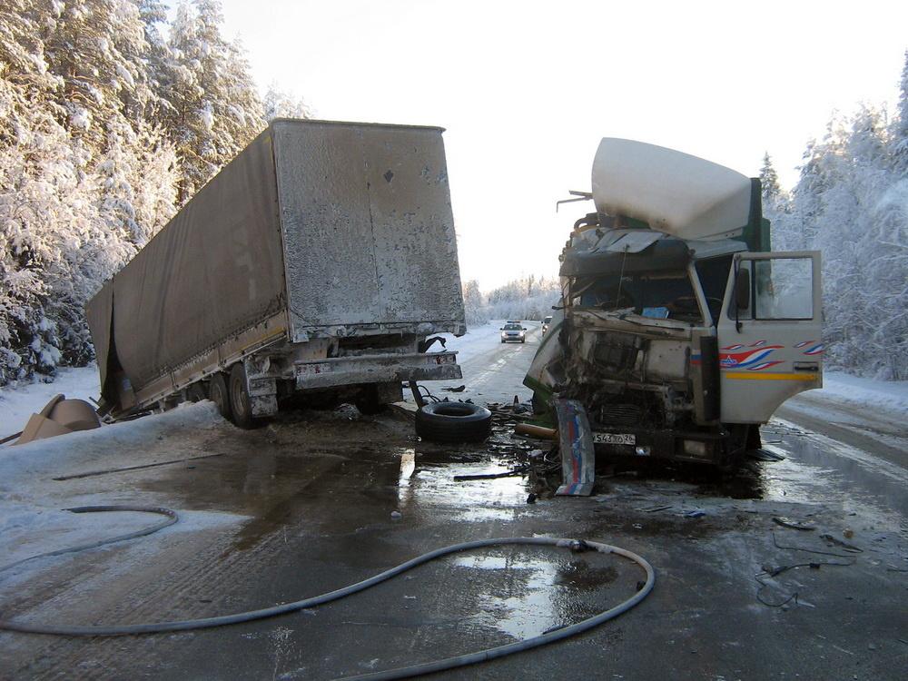 Пожарно-спасательные подразделения приняли участие в ликвидации последствий ДТП в Коношском районе Архангельской области.
