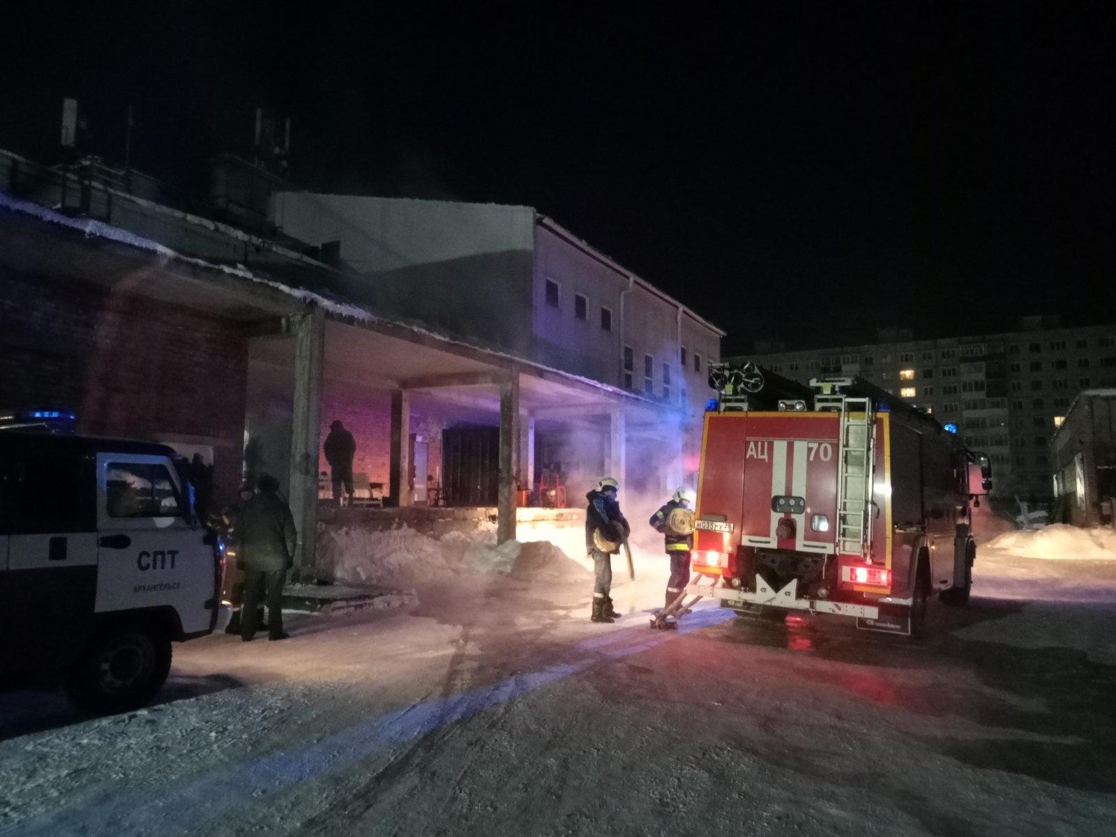Пожарно-спасательные подразделения приняли участие в ликвидации последствий ДТП в г. Новодвинске Архангельской области