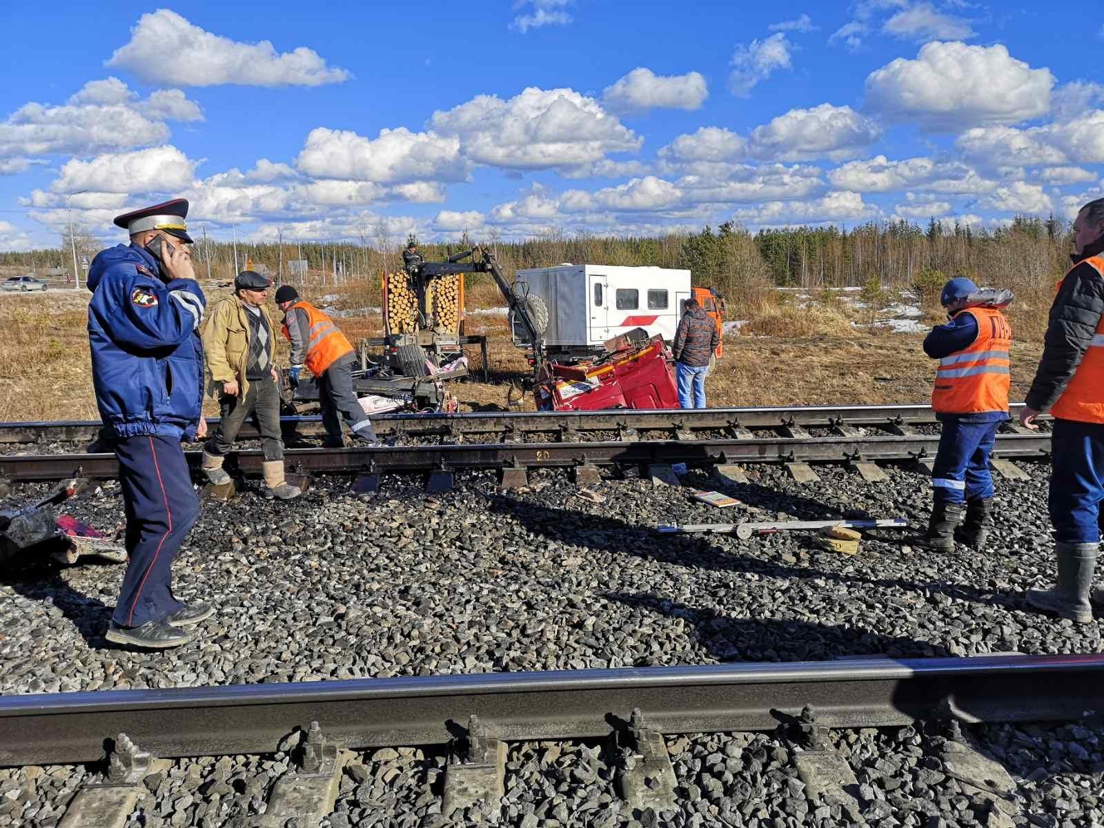 Пожарно-спасательные подразделения приняли участие в ликвидации последствий ДТП в Плесецком районе Архангельской области.