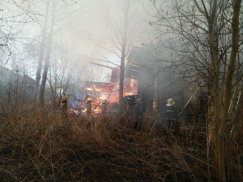 Пожарно-спасательные подразделения ликвидировали пожар в г. Коряжме Архангельской области.
