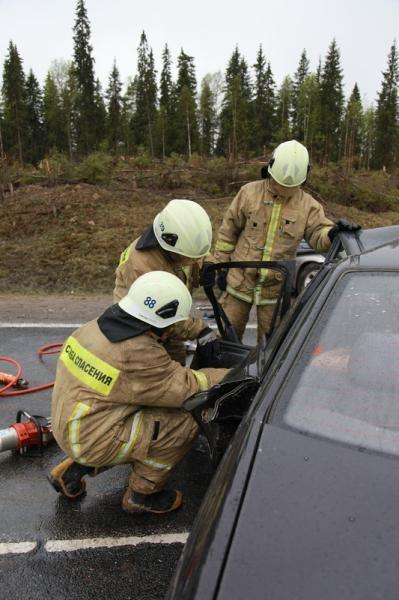 Пожарно-спасательные подразделения приняли участие в ликвидации последствий ДТП в Виноградовском районе Архангельской области.