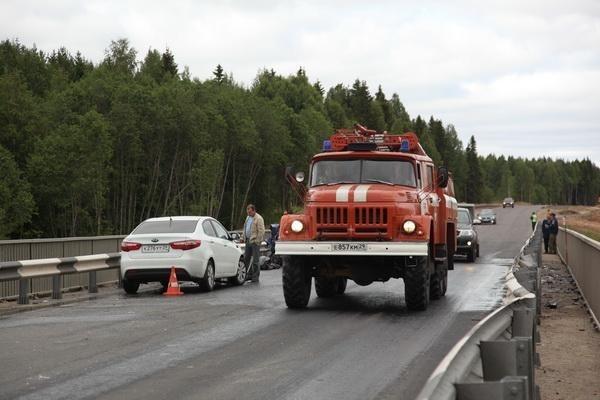 Пожарно-спасательные подразделения приняли участие в ликвидации последствий ДТП в Пинежском районе Архангельской области.