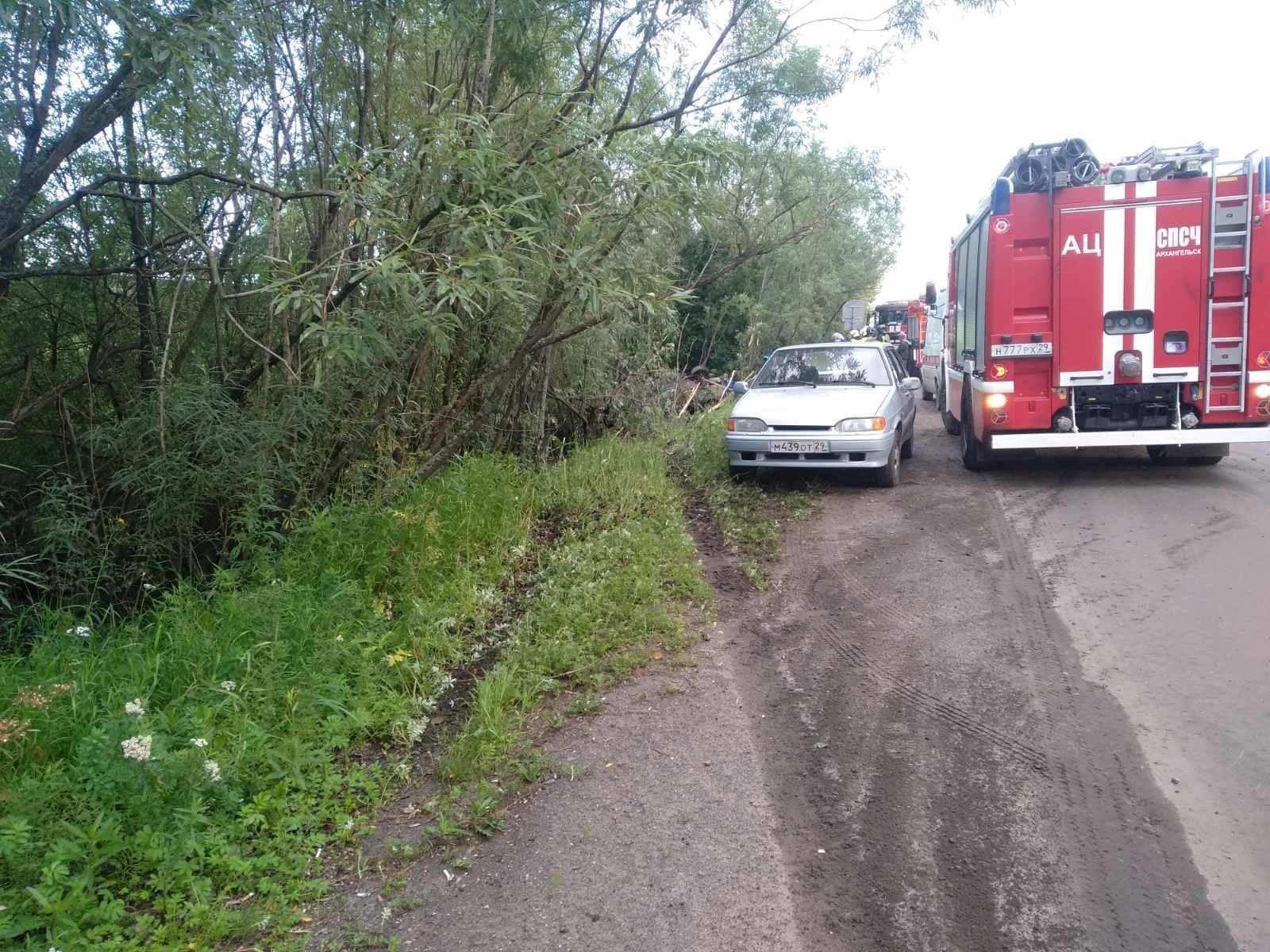 Пожарно-спасательные подразделения приняли участие в ликвидации последствий ДТП в Приморском районе Архангельской области.