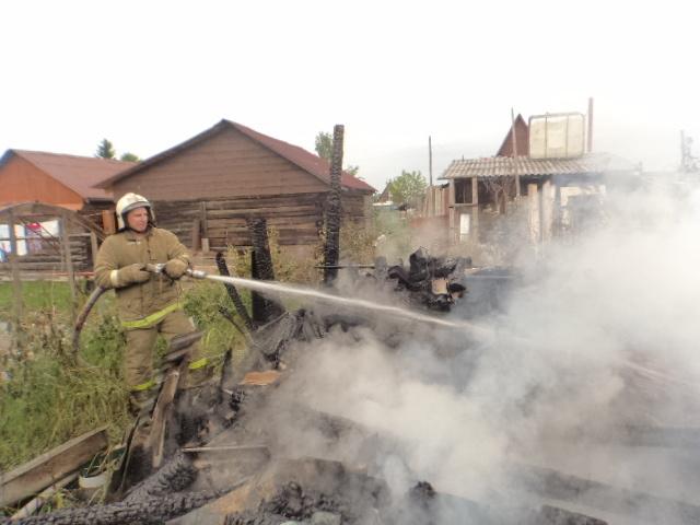 Пожарно-спасательные подразделения ликвидировали пожар в г.Коласе Архангельской области.