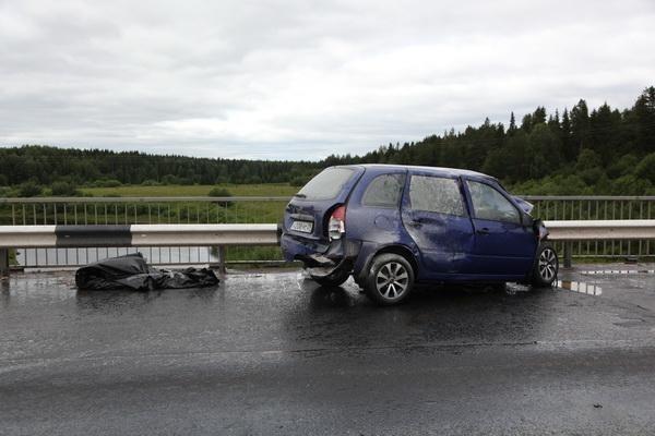 Пожарно-спасательные подразделения приняли участие в ликвидации последствий ДТП в Холмогорском районе Архангельской области.