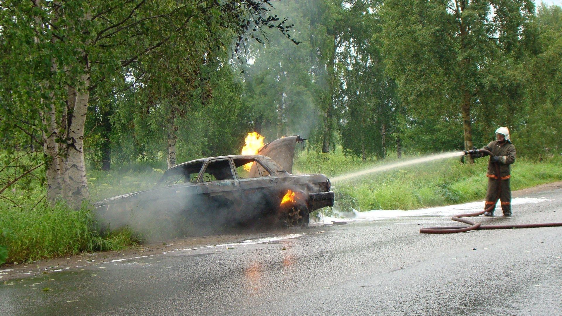 Пожарно-спасательные подразделения ликвидировали пожар в Холмогорском районе Архангельской области.