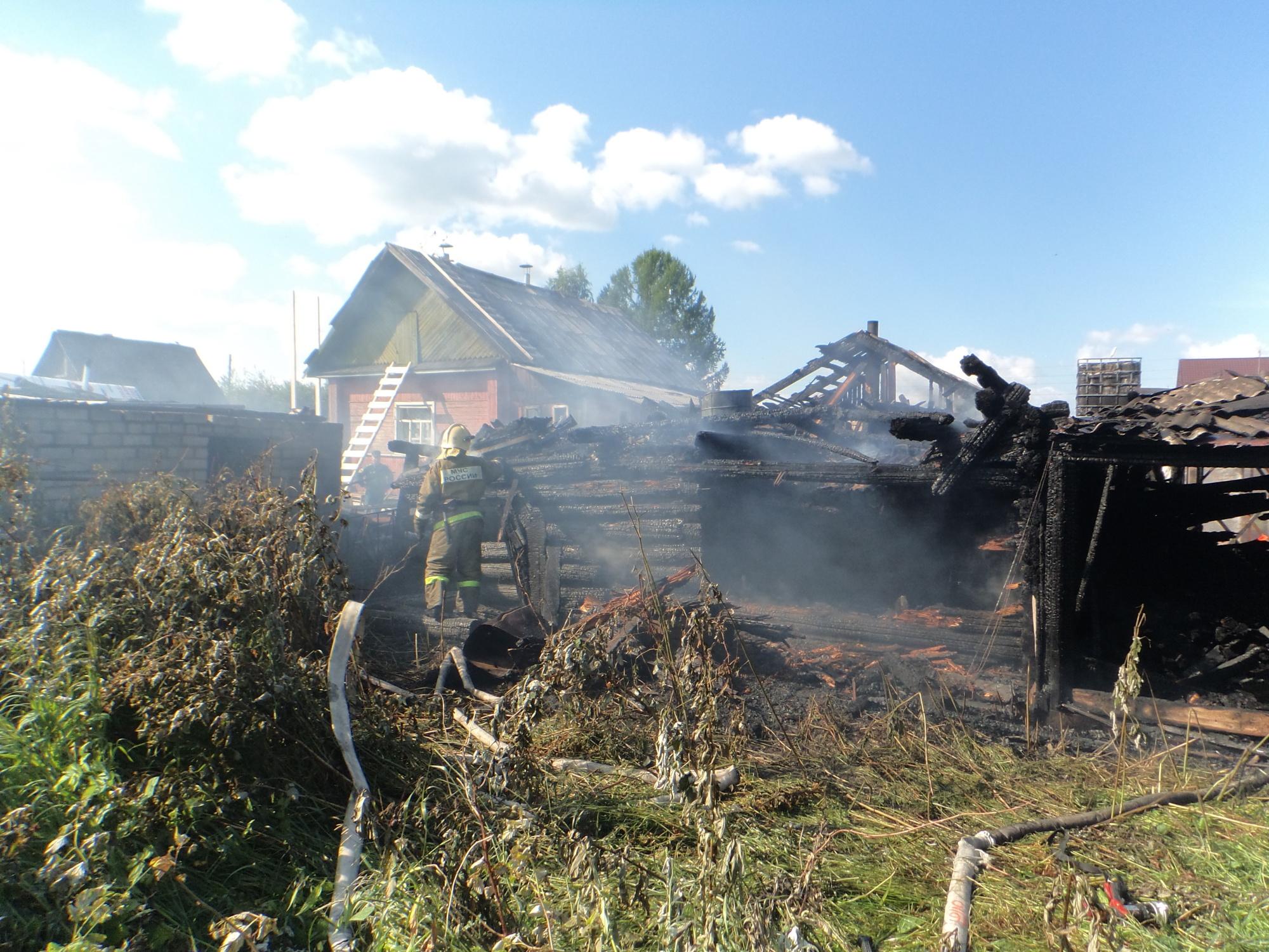 Пожарно-спасательные подразделения ликвидировали пожар в Холмогорском районе Архангельской области