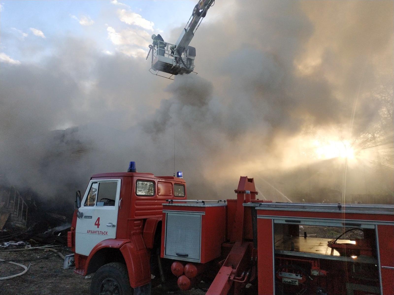 Пожарно-спасательные подразделения ликвидировали пожар в Верхнетоемском районе Архангельской области