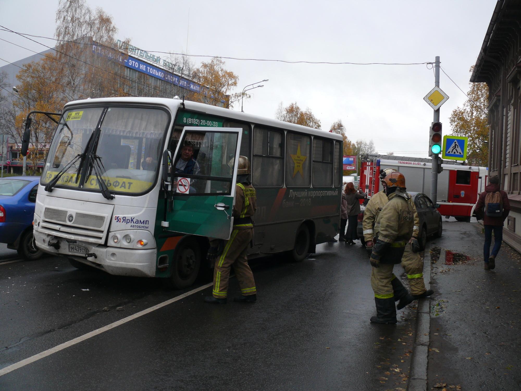 Пожарно-спасательные подразделения приняли участие в ликвидации последствий ДТП в Красноборском районе Архангельской области